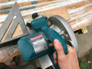 use a speed square to help cut perimeters in cross lap joints